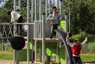 global freestanding playground equipment market